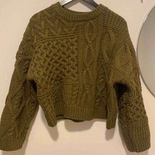 Stickad tröja använt 1 gång fint skick, möts upp i Västerås eller Stockholm