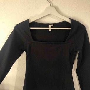 Fin tröja med 🟪 urringning, frakt 63kr som är spårbar 💕