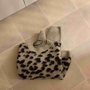 Leopard tröja från hm super snygg och använd ca 3 ggr