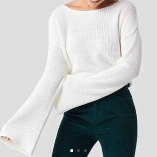 Varm, mysig & fin vit stickad tröja med vida ärmar från NA-KD