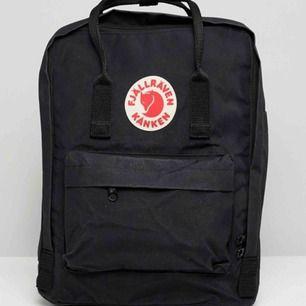 En svart fjällräven kånken ryggsäck, bra skick och sparsamt använd. Hör av dig för egna bilder(: