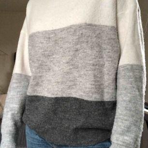 Stickad tröja från only. Fint skick och bra kvalité, köparen står för frakten:)