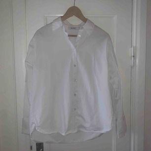 Oversize vit skjorta från nakd! I väldigt fint skick