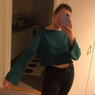 supersöt mörkgrön sweatshirt från h&m. frakt 59kr!