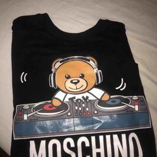 Äkta moschino tröja. XS kvitto finns