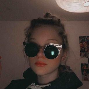 Solglasögon från lite olika ställen:) Säljer 1 par för 15kr och alla för 35kr(det är 4 st)💗
