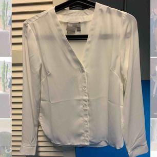 Skjorta i storlek 30 från asos (Petite). Endast tvättat och testad aldrig använt sen den tvättades. 100kr med frakten inkluderat.