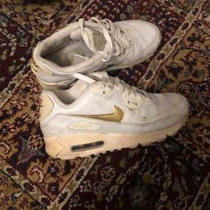 Nike air max 90, lite smutsiga på bilden men gör rent dom innan dom säljs 😊