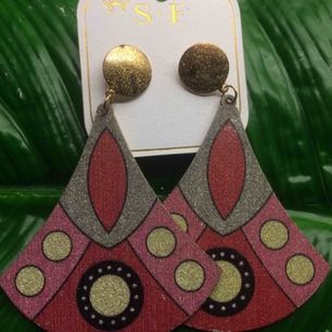 Fina örhängen, helt nya och oanvända. Inköpta i Brasilien.  Säljes för 50 kr st.