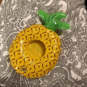 Uppblåsbar ananas mugg hållare att ha i poolen eller badet m, helt ny endast uppblåst.