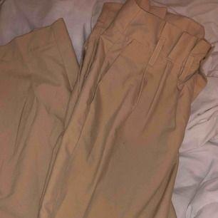 Jätte fina breda byxor, används aldrig. Frakt tillkommer