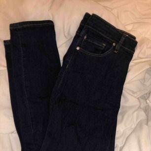 fina mörk blåa Jeans, används aldrig. Frakt tillkommer