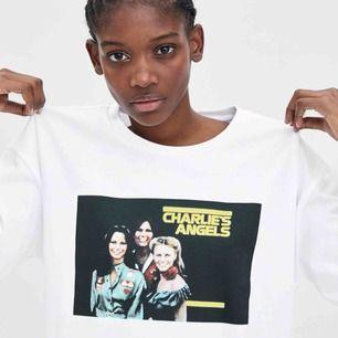 Säljer denna graphic t-shirt från zara med ett tryck från Charlie's angels. Köpare står för frakt:59kr