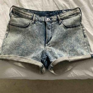 Jeansshorts ifrån hm, köpt för ca 2 år sedan men har aldrig blivit använda!