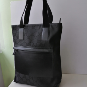 Gucci handbag, excellent condition, 100% authentic, dustbag, size 36x32cm, handle 21cm, write me for more info and pics