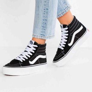 Säljer mina nya Vans Sneakers med platåsula! Använda ca 2 ggr så de är i nyskick!!! 💜 Nypris 700- 1000kr men säljer för 400kr + frakt (köparen står för frakt) 💜