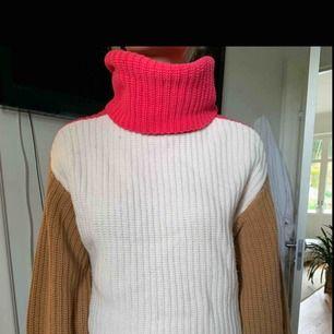 Nyckick. Fin tröja från HMs finare märke så väldigt bra kvalitet. Använd ett fåtal gånger. Passar en s-m. Köparen står för ev frakt 63kr med postnord. Tar gärna emot bud.