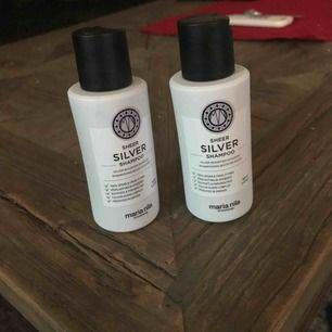 Silver shampo från Maria Nila.  Ena flaska är oöppnad, 100ml.  Den andra flaska är det ca 80 ml kvar.  150kr för båda.