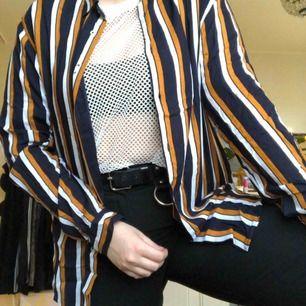 100% bomullsskjorta från Zara herr. Relaxed fit. Använd fåtalet gånger. Superfin kvalitet. Frakt ca 20 kronor!!