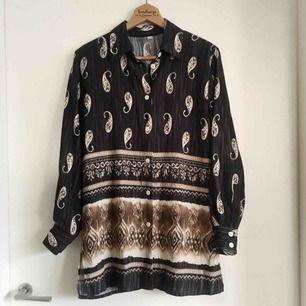 Magisk skjorta i boho-stil! Väldigt fint skick.
