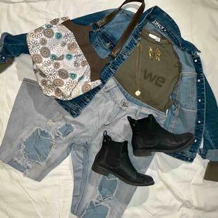 !!SÄLJER PERSONLIG OUTFITS!! INTE DESSA! DE INNEHÅLLER: Ett bar byxor/kjol, en topp, ett halsband, ett par örhängen. En Väska/jacka/skor och något extra t.ex. väska eller top eller byxor. Läs mer i min bio :) XOXO GEMINI