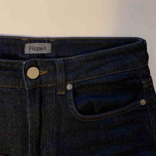 Jeans från Filippa K, se längd på bild (jag är 167 cm lång). Använda men inget speciellt att anmärka på. Storlek S 400 inkl