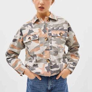 Säljer denna fina jacka från Bershka🌟💕🌟💕 bra skick!