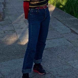 Levi jeans som jag själv croppat och sen vikt upp, jag är normalt W27L32 så ni ser ju hur jag ser ut i dessa. Aaaasfiina och i väääldigt bra skick, är köpta secondhand. Frakt tillkommer (63kr).