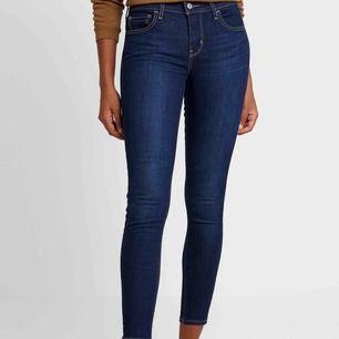 Levi's jeans storlek 23, 710 super skinny bra skick. Reser snart så först till kvarn. Nypris 1099:-