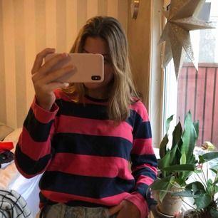 Röd och mörkblå tröja från Rabalder!