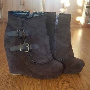 Coffee/ mörk bruna skor i storlek 37 Endast provade    Köparen står för frakten ✌