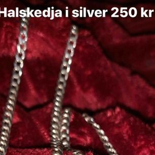 Snygg halskedja i silver! Billigare pga lås trasigt behövs fixas! Går att bära ändå dock