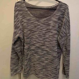 En mysig tröja från Thailand i strl. M, sparsamt använd.