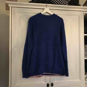 FRAKT INKLUDERAT I PRIS, säljer denna oversize stickade tröjan ifrån collusion