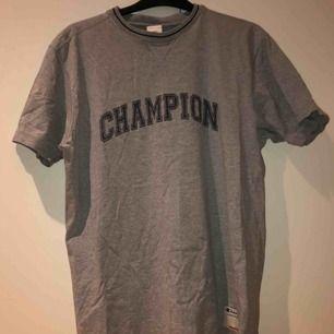 äkta champion tröja, knappt använd av mig. kan skicka fler bilder. möts i Kalmar annars står köpare för frakt
