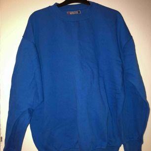 vintage sweatshirt, endast använd ett par få gånger. (texten är på ryggen). kan skicka fler bilder. möts i Kalmar annars står köpare för frakt