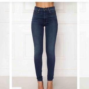 Jeans från Levis. Knappt använda! Köpte för 1149kr, mitt pris 500kr. Möts eller fraktar! 😊