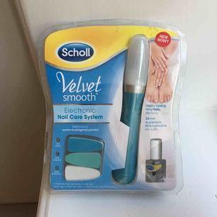 Superfint elektroniskt nagelkit från Scholl. Nypris 299 kr, säljes för 99 kr. Slipa, polera + nagelolja. Liten spricka i plasten men ej öppnad eller testad. 💅🏾