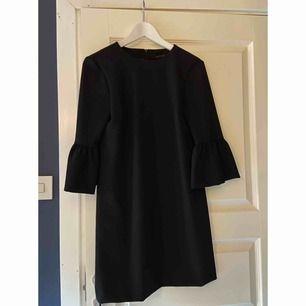 Svart klänning från ZARA . Aldrig använd ⭐️ Storlek : XS
