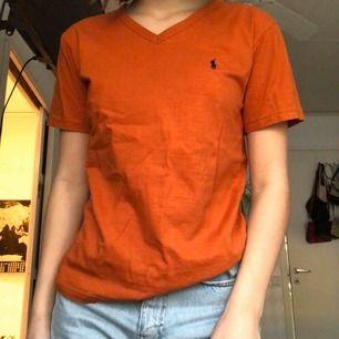 Äkta tröja från Ralp Lauren (har klippt bort lappen då den skav) köpt på en vintage/retro affär. 80kr + frakt✨