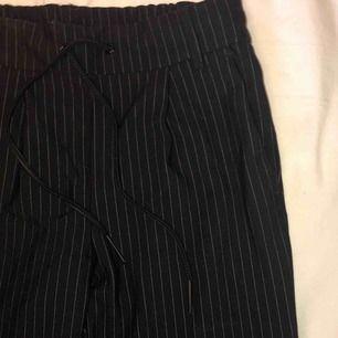 Fina kostymbyxor från Only⭐️ Använd fåtal gånger. Frakt tillkommer✨