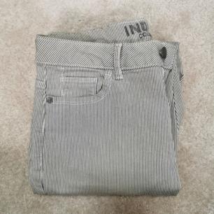 SKIT snygga jeans som sitter superfint på. Tyvärr för små. Köpte i London!
