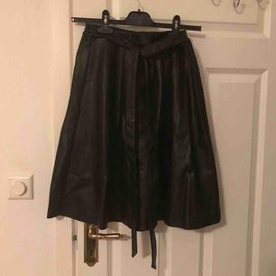 Skinn kjol från Boozt. Strl S