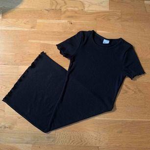 Tajt klänning från Gina Tricot. Använd max 3 gånger. Frakt tillkommer på 59kr