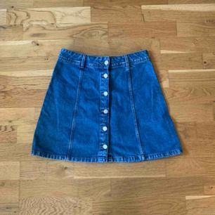 Kjol köpt på H&M. Knappt använd. Frak tillkommer på 59kr