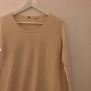 En cashmere tröja från uniqlo i fint skick