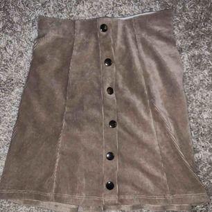 Fin tight ribbad kjol köpt på ginatricot, storlek 34 Frakt tillkommer