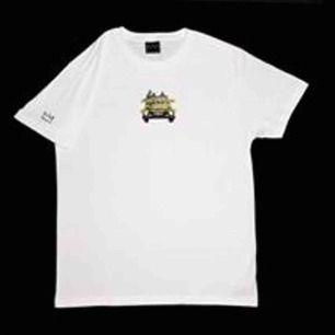 hov1 merch cars and kisses t-shirt använd sparsamt, inget fel på den, ser ut som ny!💕 Köptes för 300kr säljer för 220kr💕