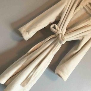 Nu säljer jag min morgonrock då den blivit för liten för mig från Lindex och är ca 1 år gammal