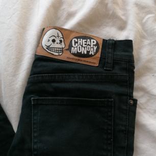 Ett par vanliga svarta jeans från Cheap Monday. Står storlek 28 men tycker dem är mindre i storleken, 34 i längden.
